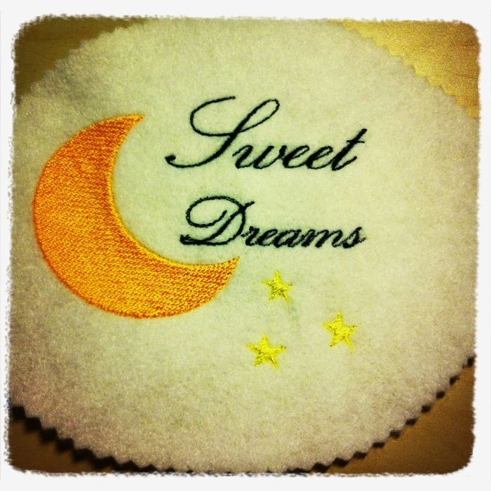 gute Nacht Stickerei <3 ich glaub ich brauch mal einen neuen Kuschel-Kissen-Bezug <3 Sticken