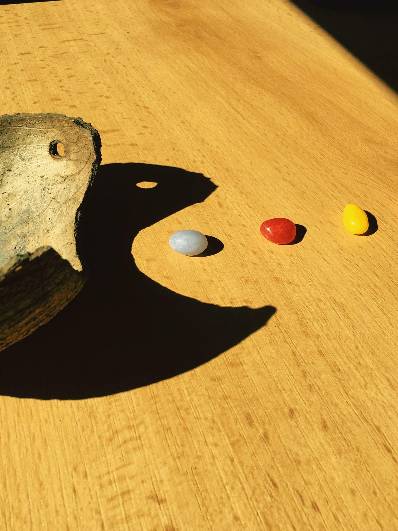 Schattenspiel  Pacman Jellybeans Wood - Material Sunnyday Sun Sonnenlicht Iphone6pluspic Iphonepicture Sunlight Sunlight And Shadow Switzerland