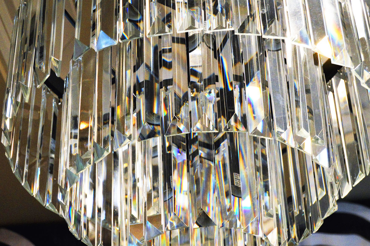 A glass chandalier Abundance Chandalier Elegant Fixtu Glass Hanging Light Light Lighting Equipment Modern Multi Colored Prisms Sparkling Light
