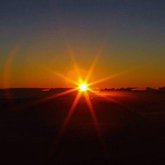 Nada melhor do que uma vista dessa para refletir a vida... ✌️ Sun Beautiful Incrivel Picodabandeira Bh Foda Vista Incrivel Sky Sunporn Cloudstagram