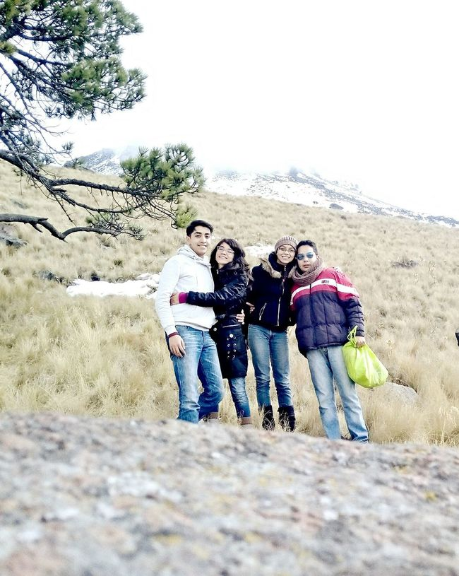 Un buen momento Family Snow Taking Pictures With My Girl Happiness