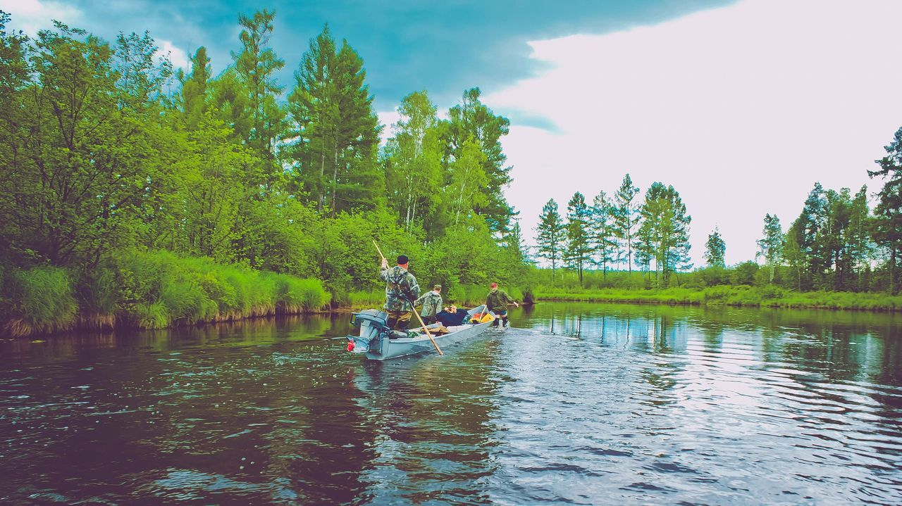 tree, water, real people, river, nature, day, outdoors, beauty in nature, togetherness, leisure activity, men, rafting, oar, sitting, sky, lifestyles, nautical vessel, transportation, waterfront, adventure, vacations, rowing, scenics, growth, teamwork, people