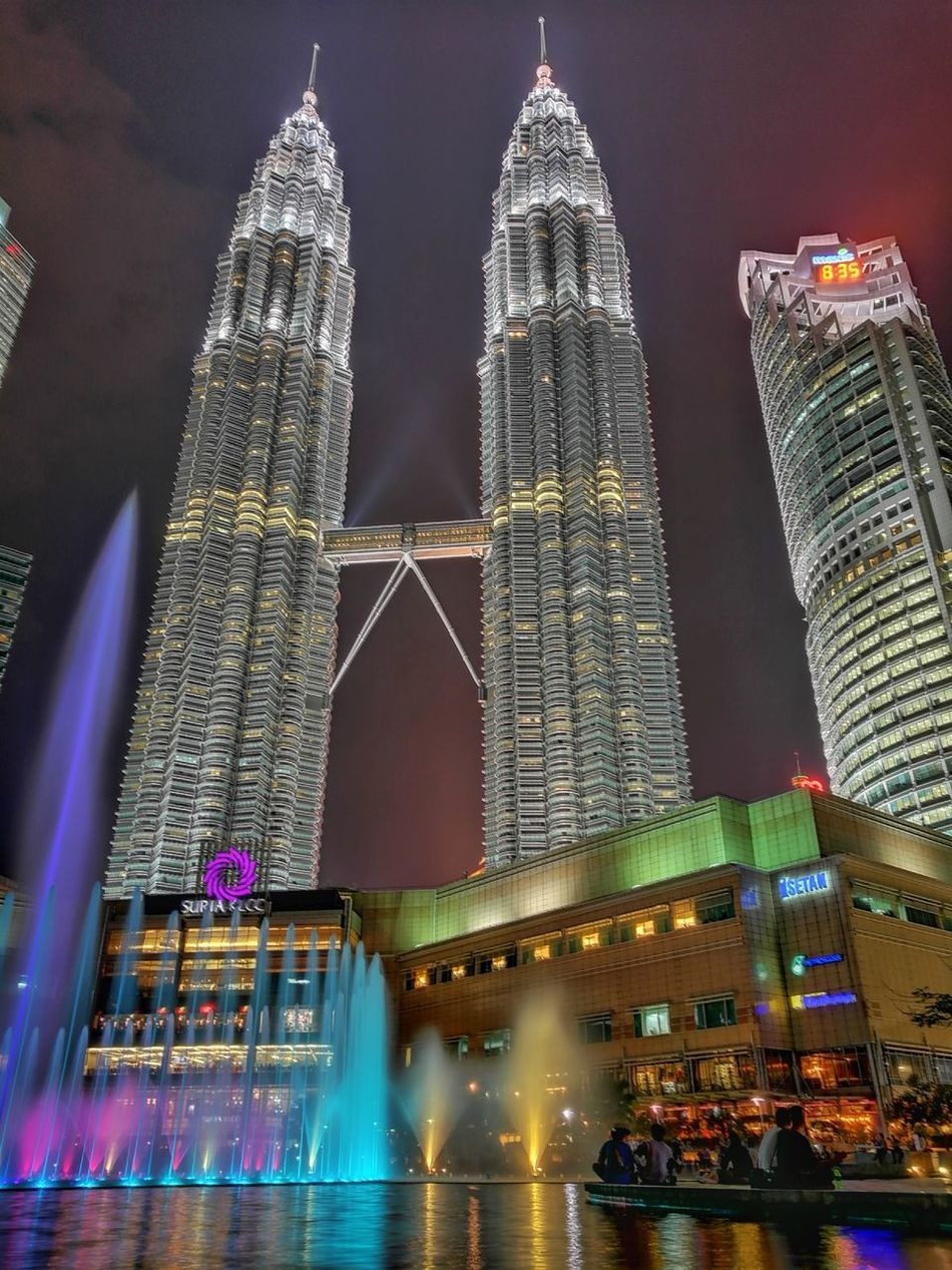 City Huawei P9. HuaweiP9Photography HuaweiP9plus Huawei P9 PlusArchitecture Travel Destinations Night Cityscape Travel Urban Skyline Built Structure Tower Modern Illuminated Sky Building Exterior Outdoors Cultures Downtown District Klcc KLCC Twin Towers KLCC Tower KLCC Park HuaweiP9