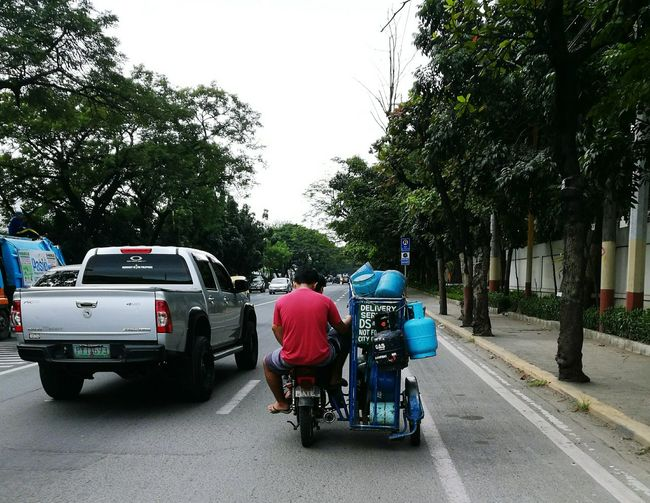 Rich VS Poor Land Vehicle Tricycle Gasoline Gas Tank Gas Tanks Backride On The Road Unique Unique Ride Delivery For Cooking Two People