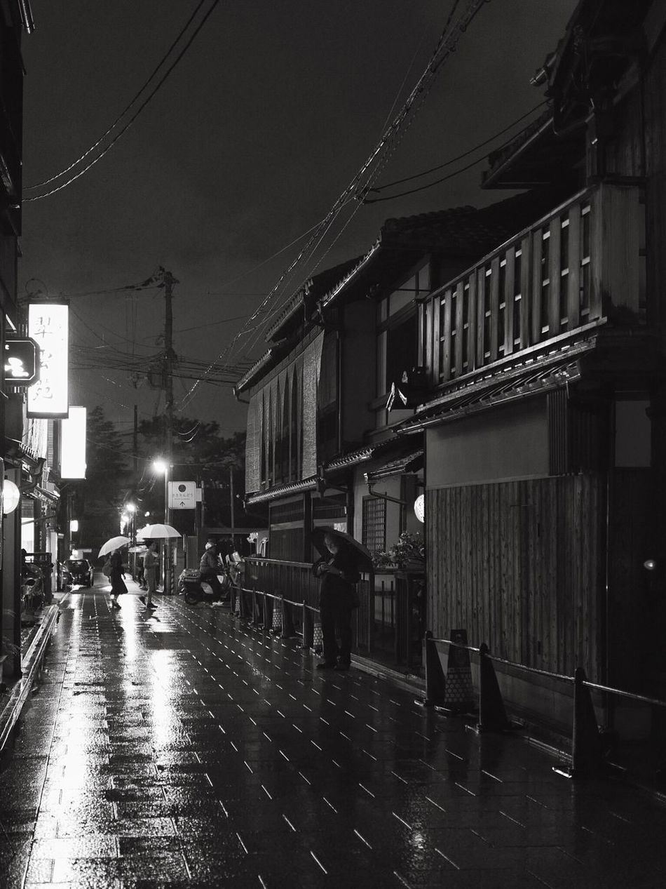 Kyoto Rainy Day 8, April 2017 : Gion In Kyoto Street Photography Roji Night Photography Reflection Photography People And Places Black & White Umbrellas Night Lights Travel Destinations 京都市  祇園 路地 Out Of Focus Leica Q typ116 50mm