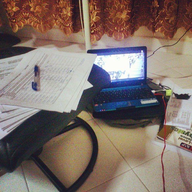 My night. I'm so gonna sleep peacefully. So not.... Studentlife  Stresstakstress