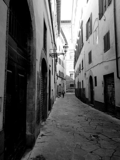 Firenze Architecture Narrow Via Del Corno Pratolini Alley Footpath Architecture Italianstyle Italygram Italyiloveyou