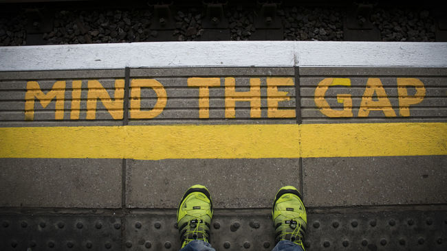 London Lifestyle Yellow Human Body Part Low Section Standing Text Shoe Unrecognizable Person Human Leg Communication One Person Day Real People Outdoors People Nikon Nikond3300 Mindthegap Tourist