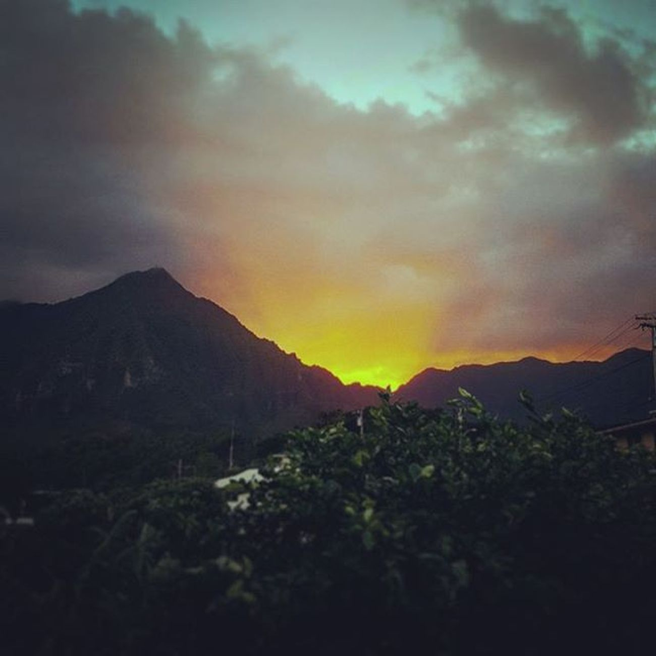 Stop to take the sights in Sunset Firerysky Backyard Luckywelivehawaii Epichi Cloudy Koolaus Hawaiiunchained