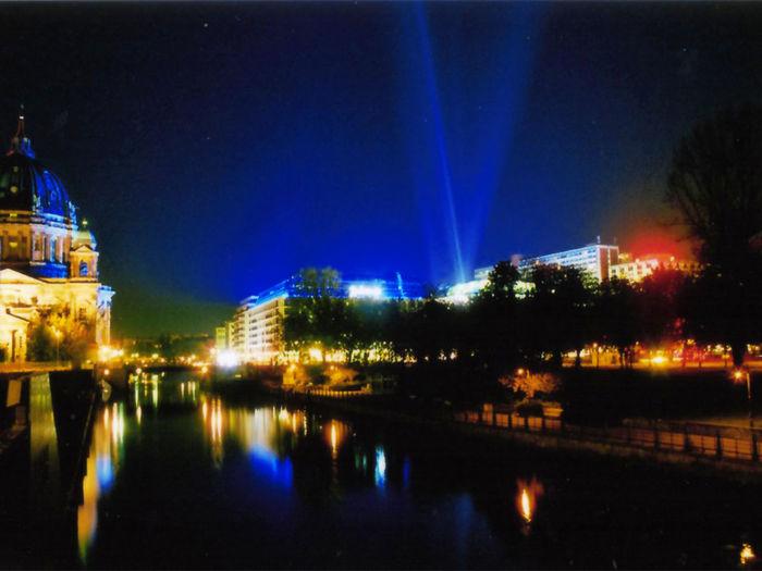 Berlin Nightlights Night City Night Lights Farbenspiel Night Photography Illuminate Street Photography Colorful City Street Spree River Spree Berlin Mitte Berliner Ansichten Illumination Blue Night Lights