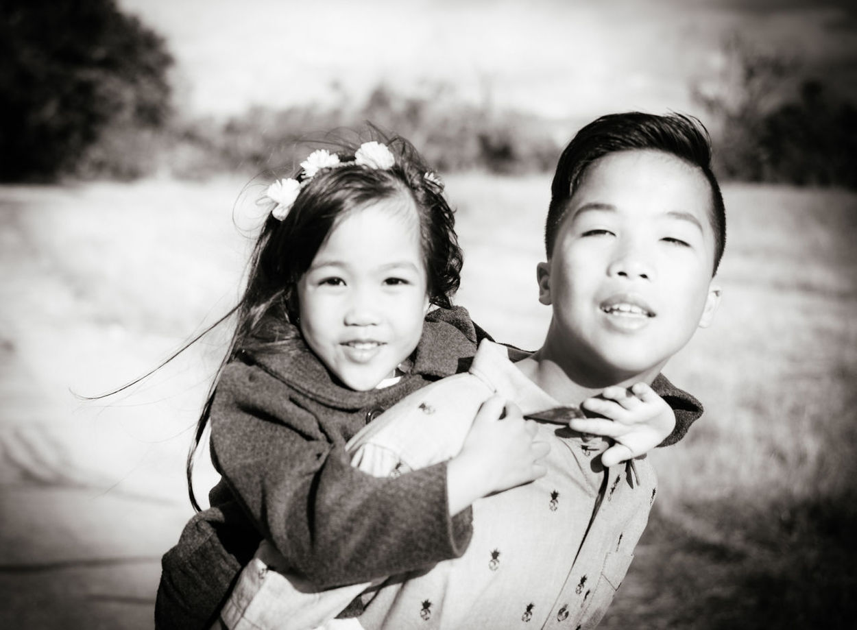 Children Playing Siblings Brother & Sister Family Portrait The Portraitist - 2016 EyeEm Awards