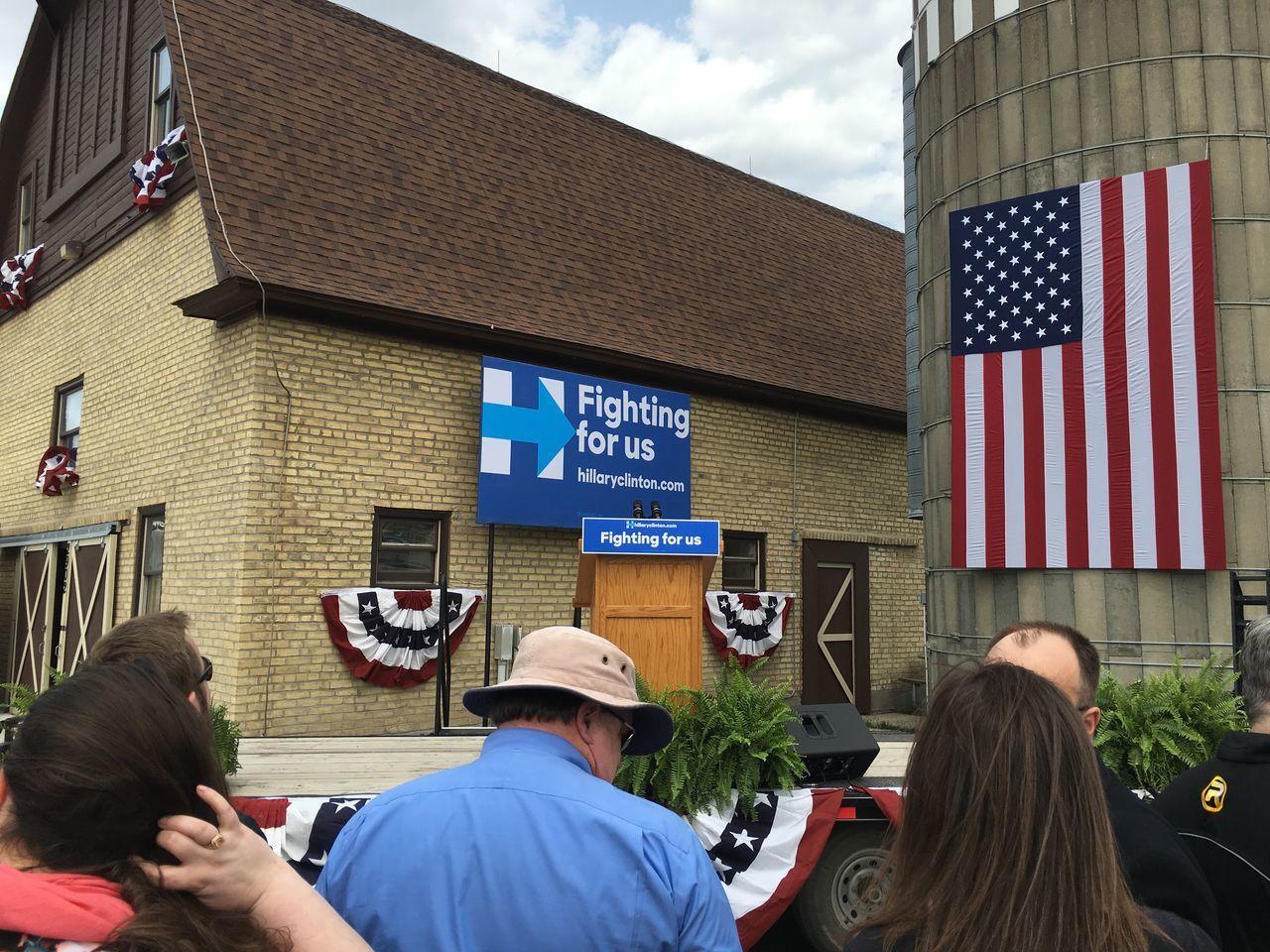 May 20, 2016 / Bill Clinton at Rheault Farm Bill Clinton Day Election Fargo North Dakota Outdoors Politics President Presidential Campaign 2016 Presidential Election 2016 Rheault Farm