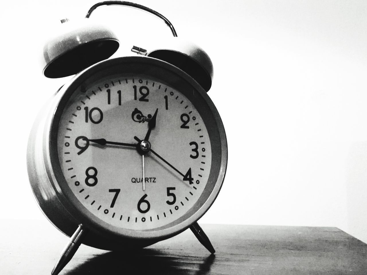AlarmClock Retro Blackandwhite Quartz Time