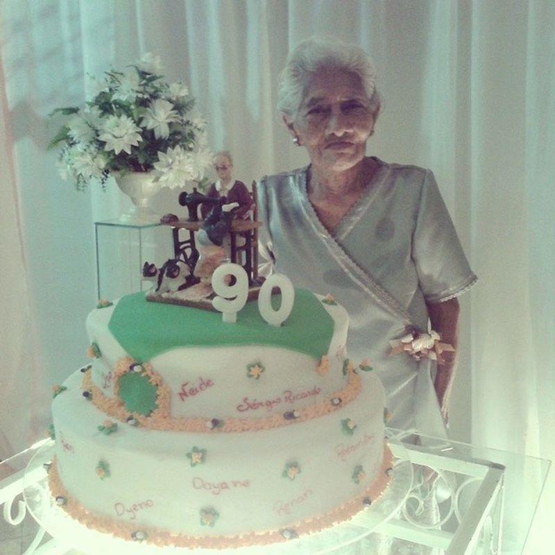 Todo dia é dia de comemorar por te - la conosco. Minha linda bisavó, hoje é dia de mais festa!!! 90anos Debutante RumoAos100 ComAGraçaDeDeus FelicidadeQueTransborda AmoPraSempre
