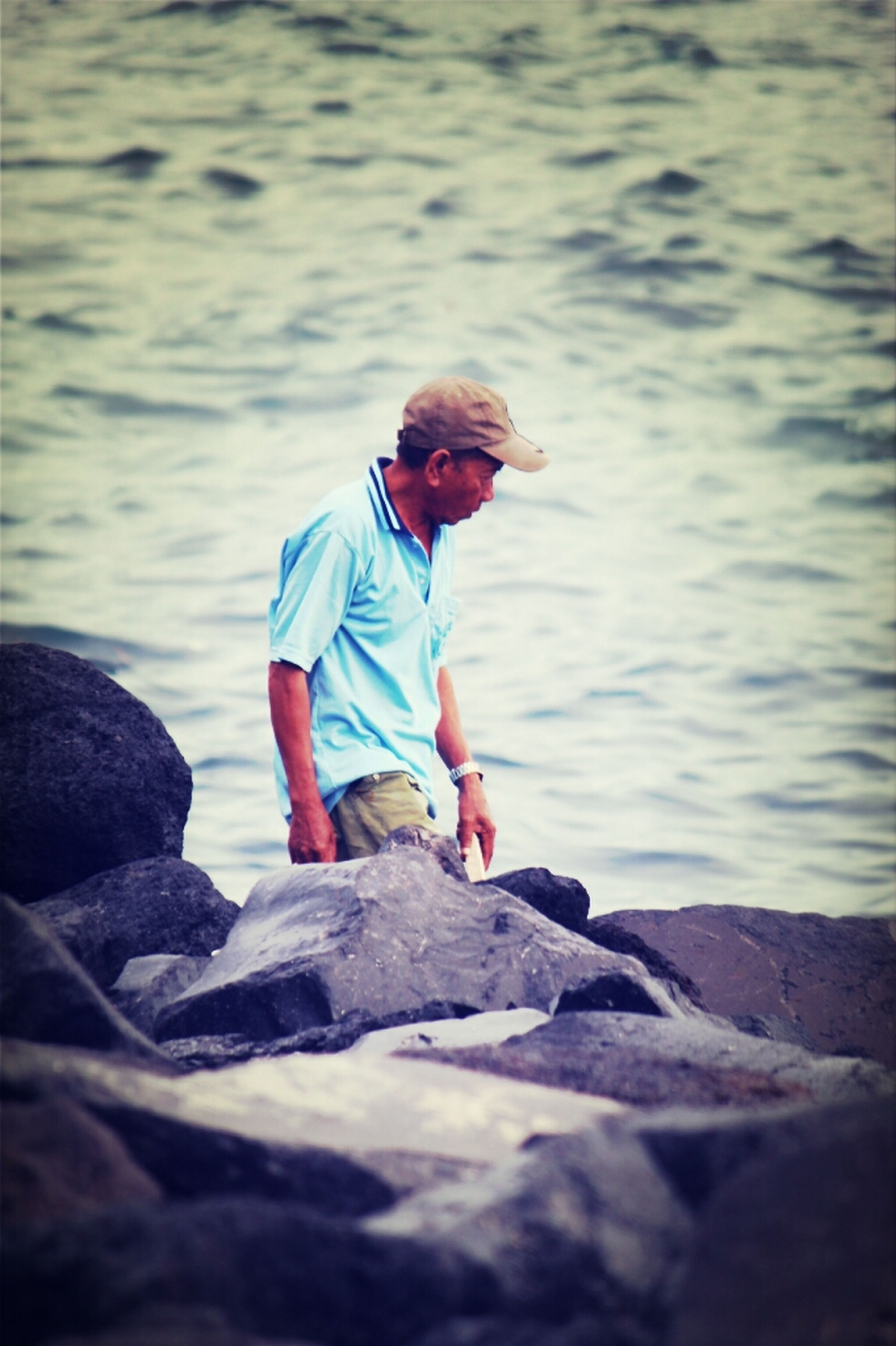 water, lifestyles, leisure activity, full length, rear view, sea, casual clothing, rock - object, beach, childhood, shore, standing, boys, nature, elementary age, vacations, tranquility, focus on foreground