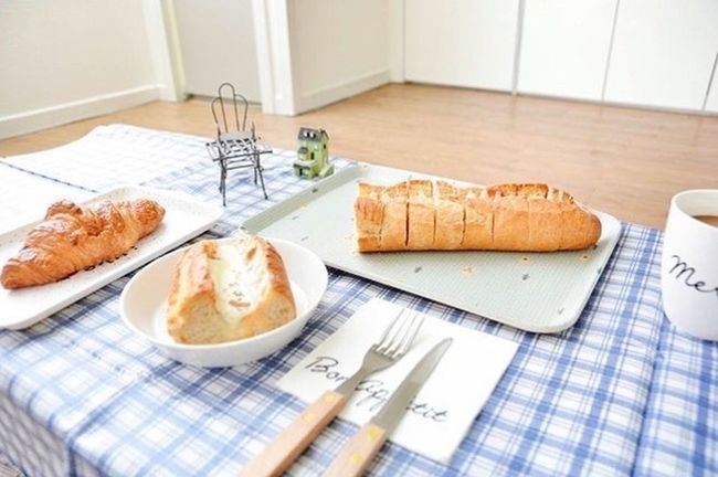 ShareTheMeal Bread Food High Angle View Food And Drink Horizontal Indoors  Meal Newspaper No People Breakfast Croissant Ready-to-eat French Food Healthy Eating Close-up Toasted Bread Freshness Day