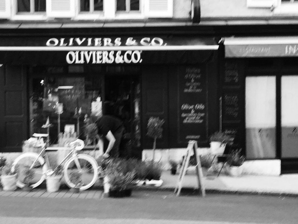 Save moments. Even though you might forget where they come from 👌🏼 Blurred Motion Land Vehicle Mode Of Transport Building Exterior Built Structure Outdoors Real People Motion Architecture One Person Day in Geneve , Switzerland a year ago