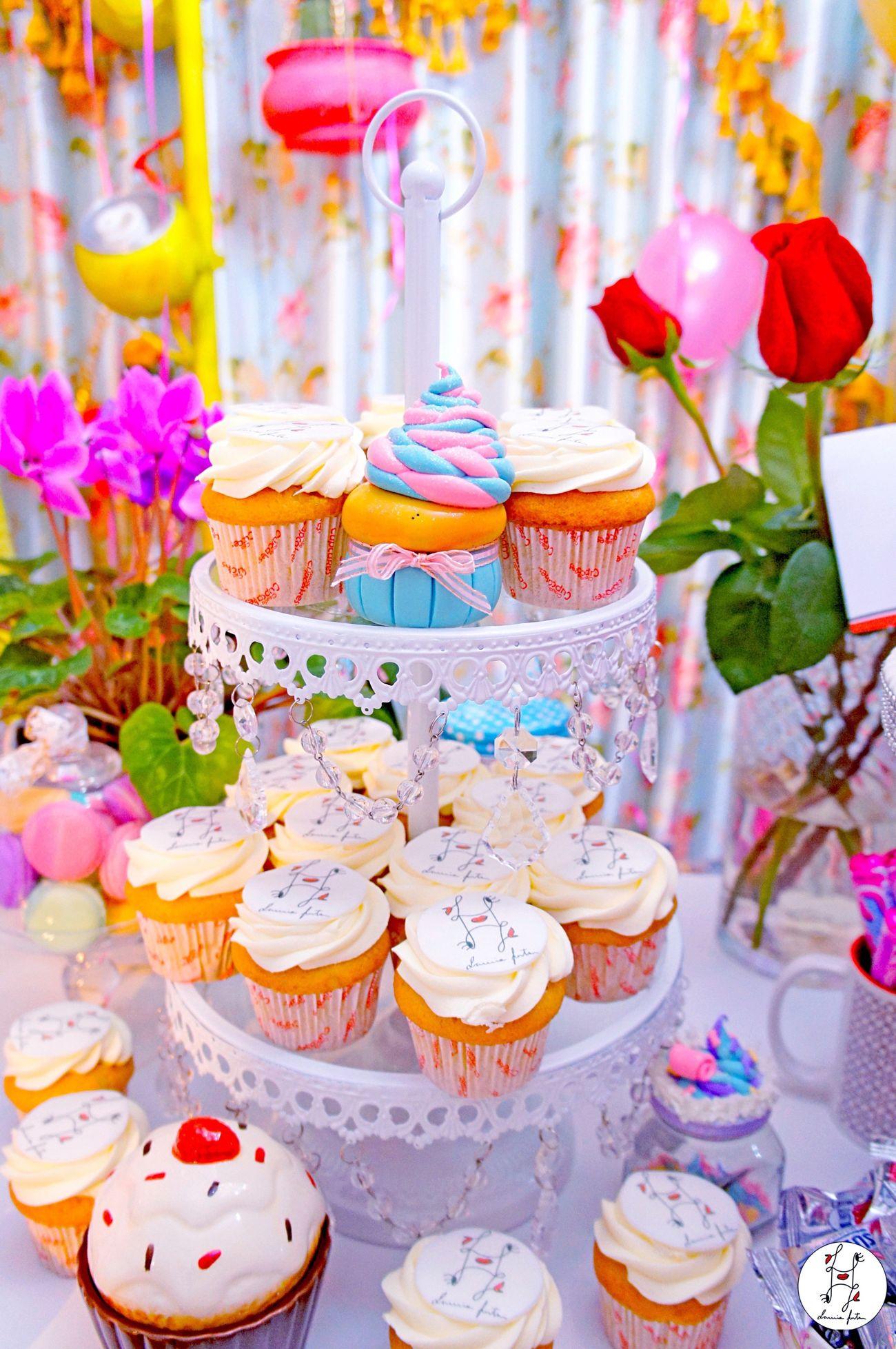 Vanilla cupcake tower☺️🍰✨ Laviniafenton Fantasy Eye4photography  Freshness Sweet Food Multi Colored Dessert Arrangement Tower Cupcakes Vanilla Pastel Pastel Power Fluo  Boutique Handmade Monogram