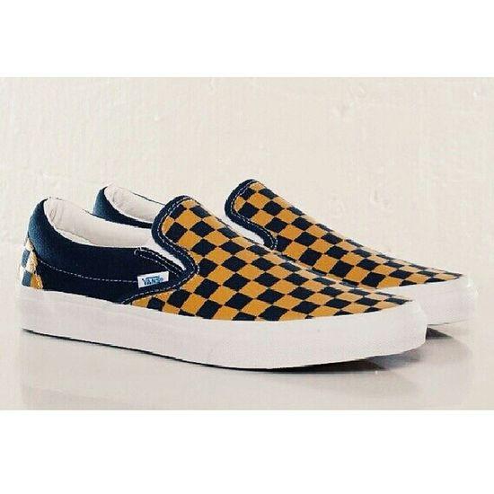 買 鞋 我又買鞋 Classic Vintage 我愛這簡單的款式 Btw 當你想買果樣野,你會諗盡所有佢的好處去說服自己買 852 Hongkonger HongKong Hkig hkiger sneakersaddiction sneakerbabes sneakerslover vans slipon