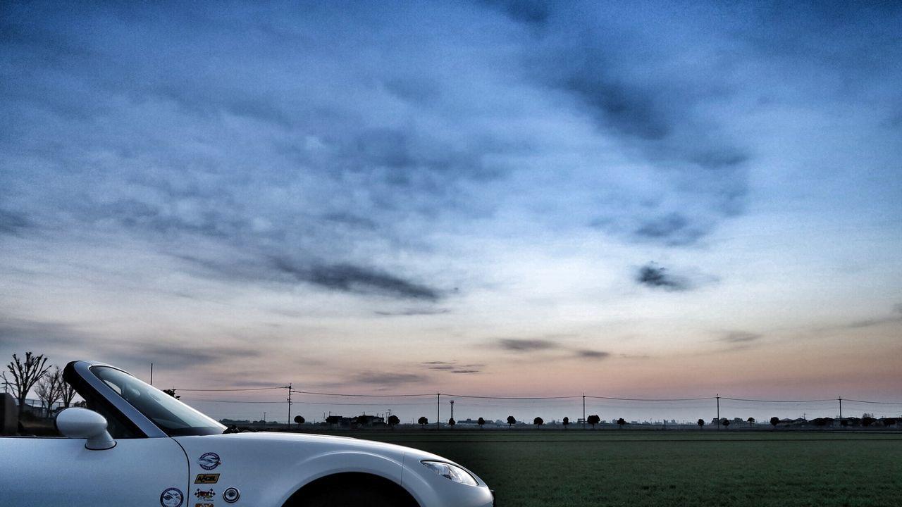 Sky Cloud - Sky Outdoors Close-up Day Motorsport Sun Sunlight Morning Glory Beauty In Nature Beautiful Sky Sunset Good Morning Moaning Road 青空 空 Nature Sky View Car Mazda MX-5 Miata マツダ ロードスター