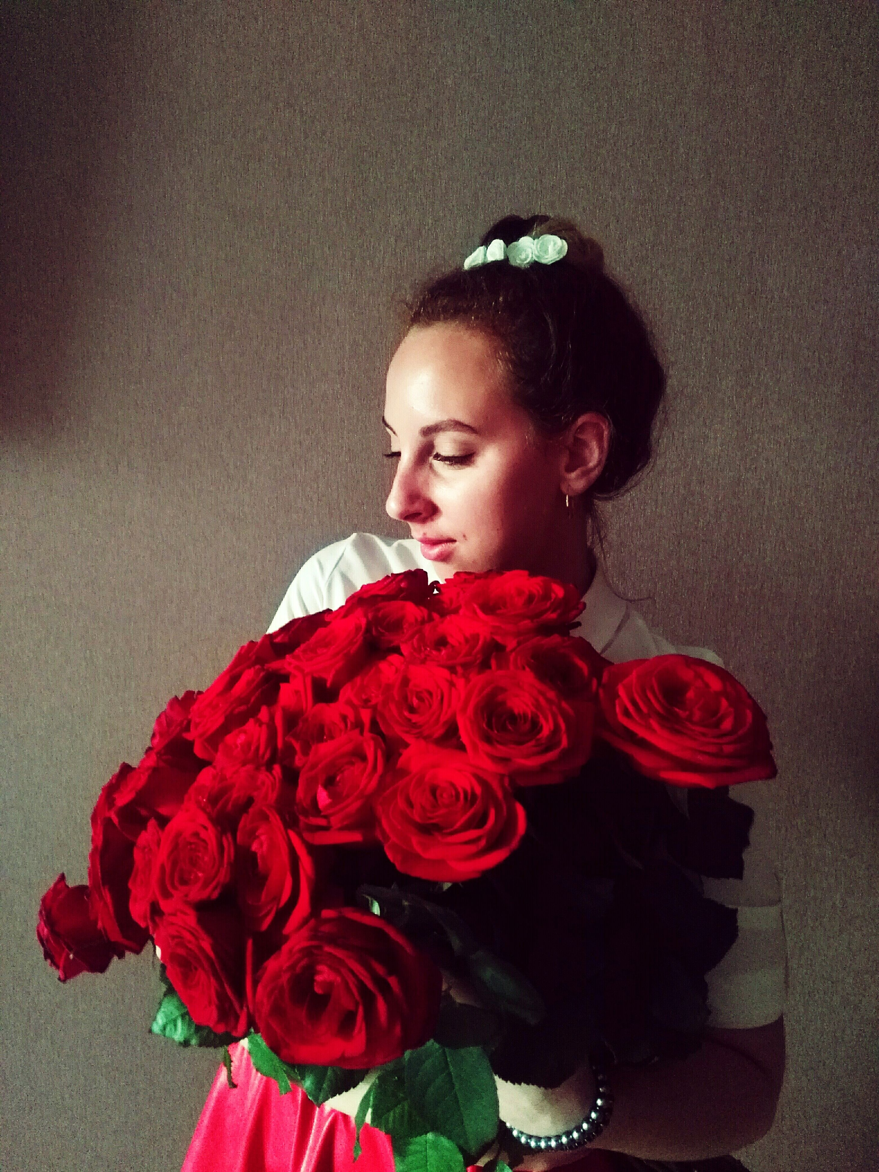 flower, rose - flower, one person, red, bouquet, indoors, beautiful woman, young women, young adult, real people, wearing flowers, standing, lifestyles, beauty, fragility, beauty in nature, freshness, nature, flower head, bride, day, close-up, people