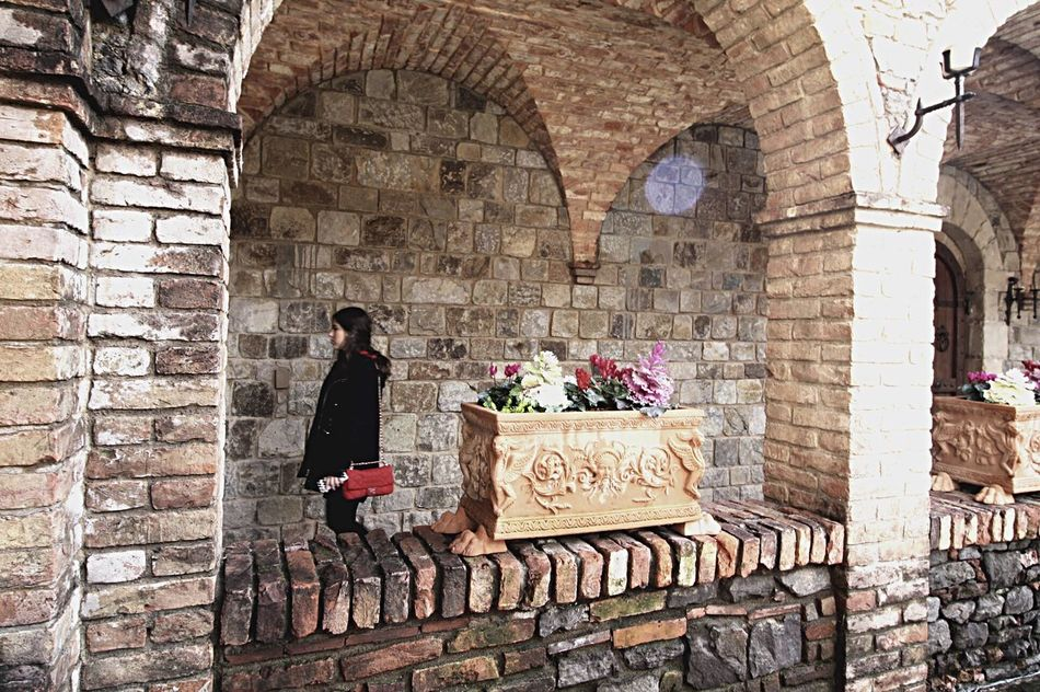 Castellodiamorosa Napa Valley USAtrip Architecture Brick Wall Culture Blackoutfit Mexictrip LatinTrav