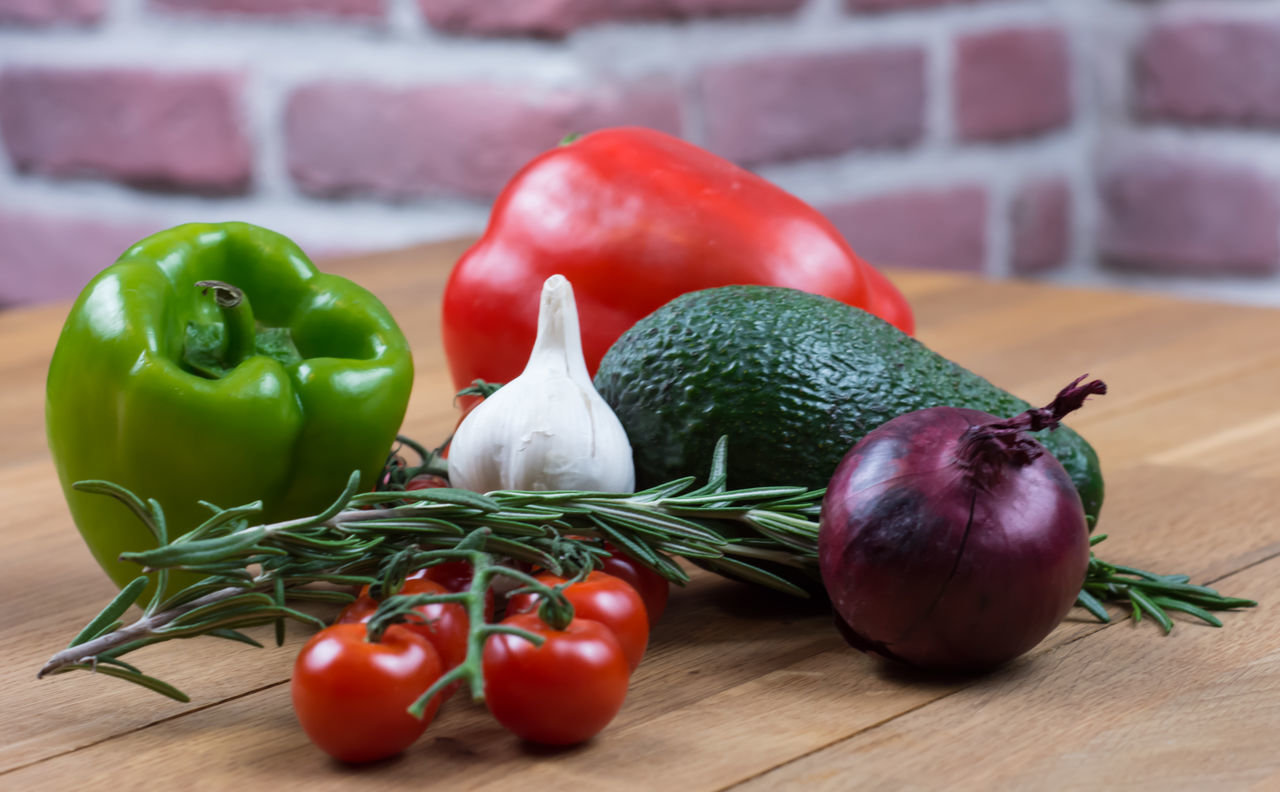 Close-up Food Food And Drink Freshness Garlic Healthy Eating Ingredient No People Red Red Bell Pepper Tomato Variation Vegetable