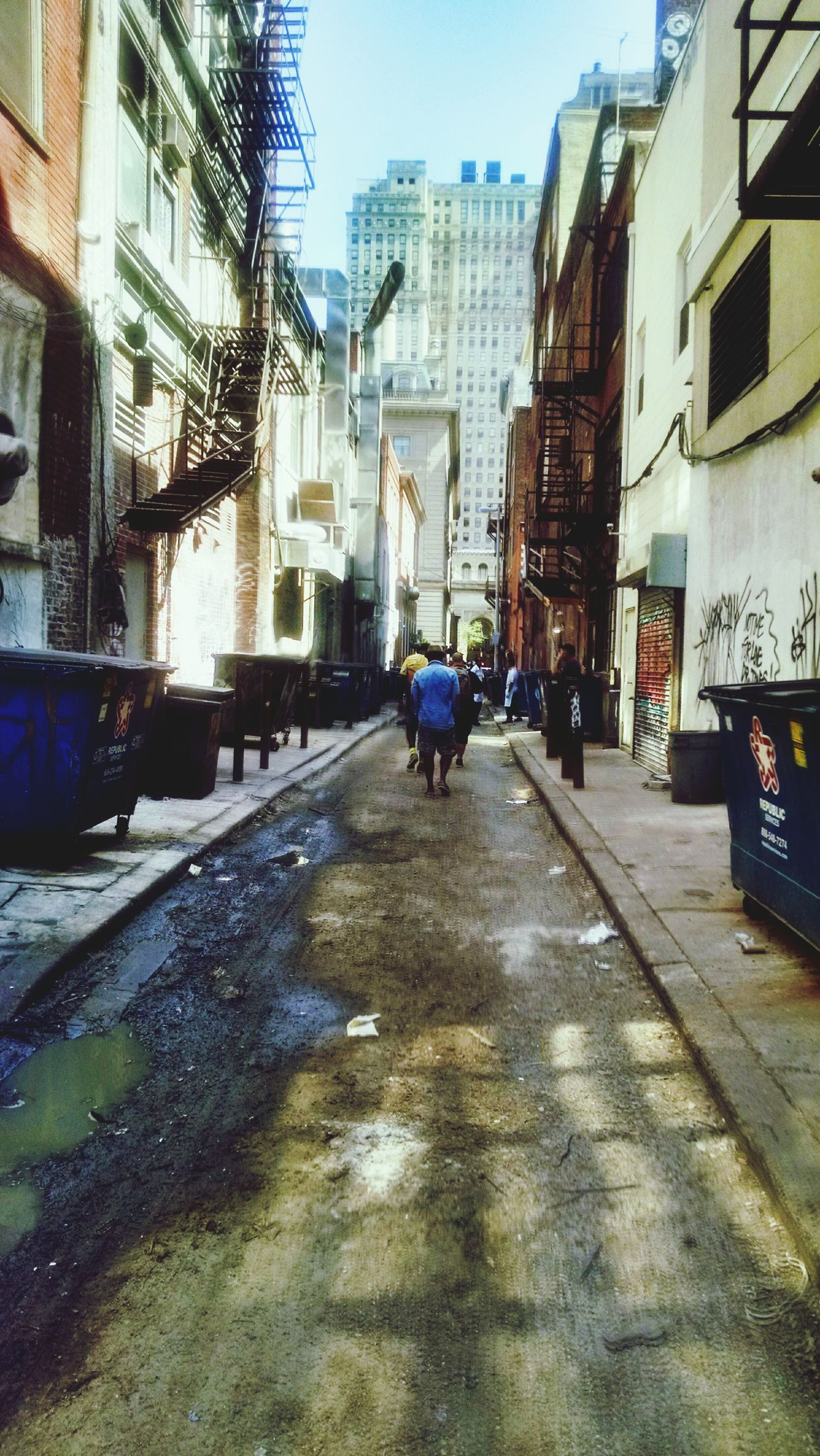 Walking Around the back streets of Philadelphia ... Time with old Friends , we are clearly becoming Old... Urbanexploration