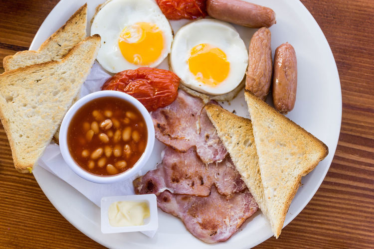 Bacon Baked Beans Bowl Bread Breakfast Close-up Day Egg Egg Yolk Food Food And Drink Freshness Fried Fried Egg Healthy Eating Indoors  Meal Meat No People Plate Ready-to-eat Sausage Table Toasted Bread