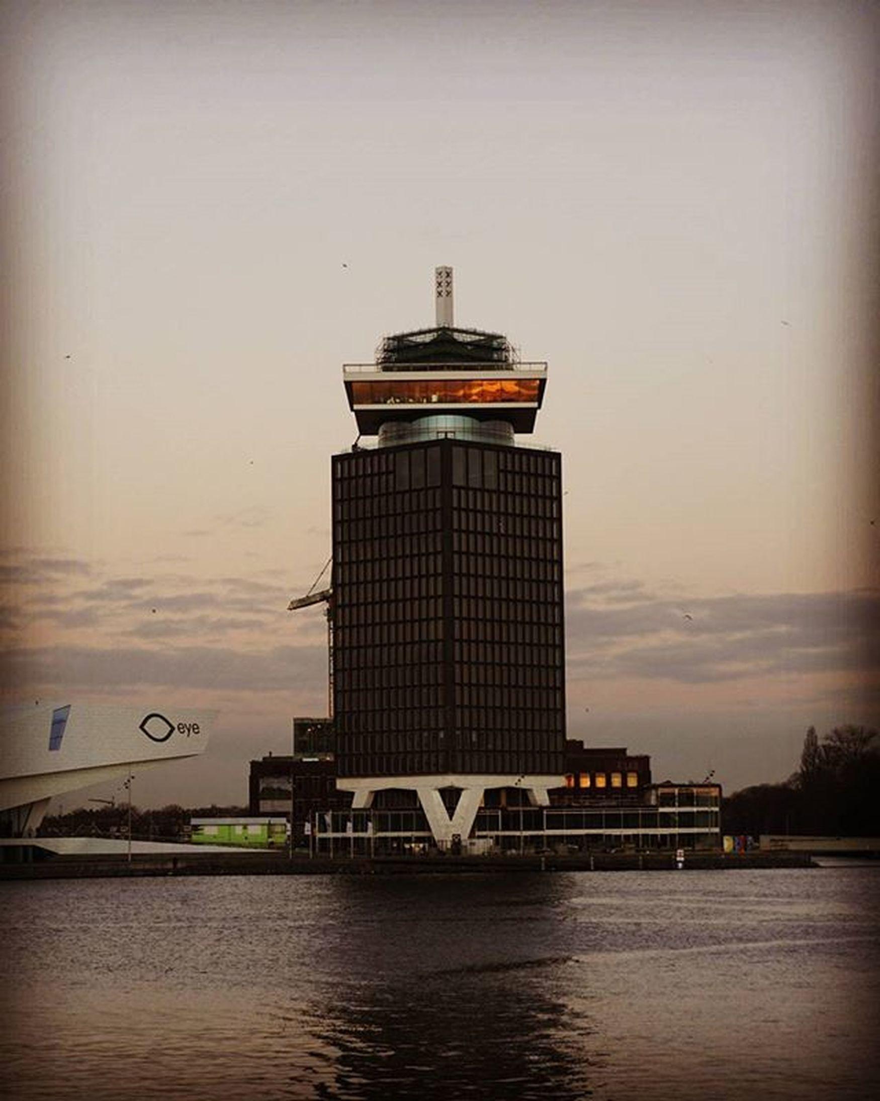 Even een weekje vrij, dus geen foto's van deze toren. Dit was vrijdag op weg naar het station. Dailypic Hostnet Overhoeks Sunset Amsterdam