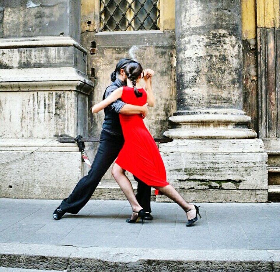 Shall we dance / Dans edelim mi?👏🎼 Dance Shall EyeEm Nature Lover Eyeemphotography EyeEm Gallery EyeemMedina Redandblack EyeEm Extraordinary  Open Edits