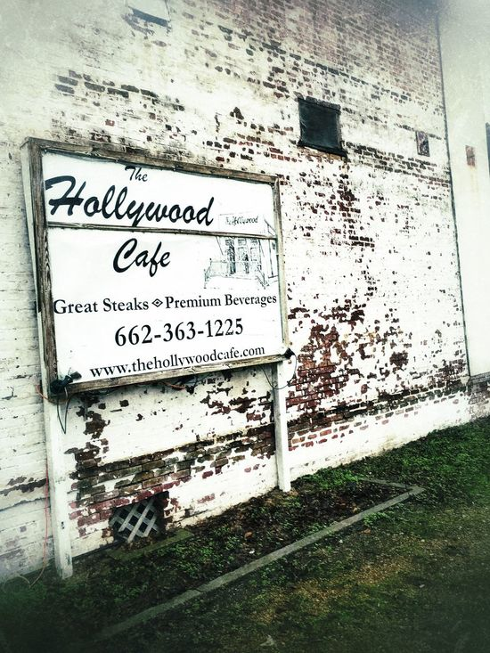 The Hollywood Cafe. Side view. Cafe Bluesmusic Robinsonvillems Eatery Hollywoodcafems