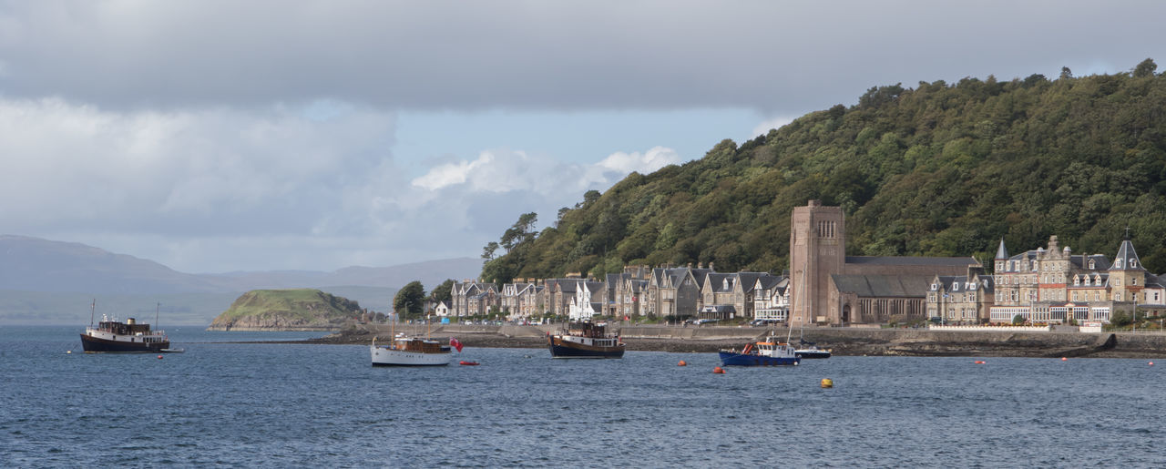 Isle of Mull, Scotland - boats lying at the shore, with buildings at the waterfront Architecture Boat Cloud - Sky Nautical Vessel Outdoor Photography Outdoors Scenics Scotland Sea Sea And Sky Seascape Water Waterfront