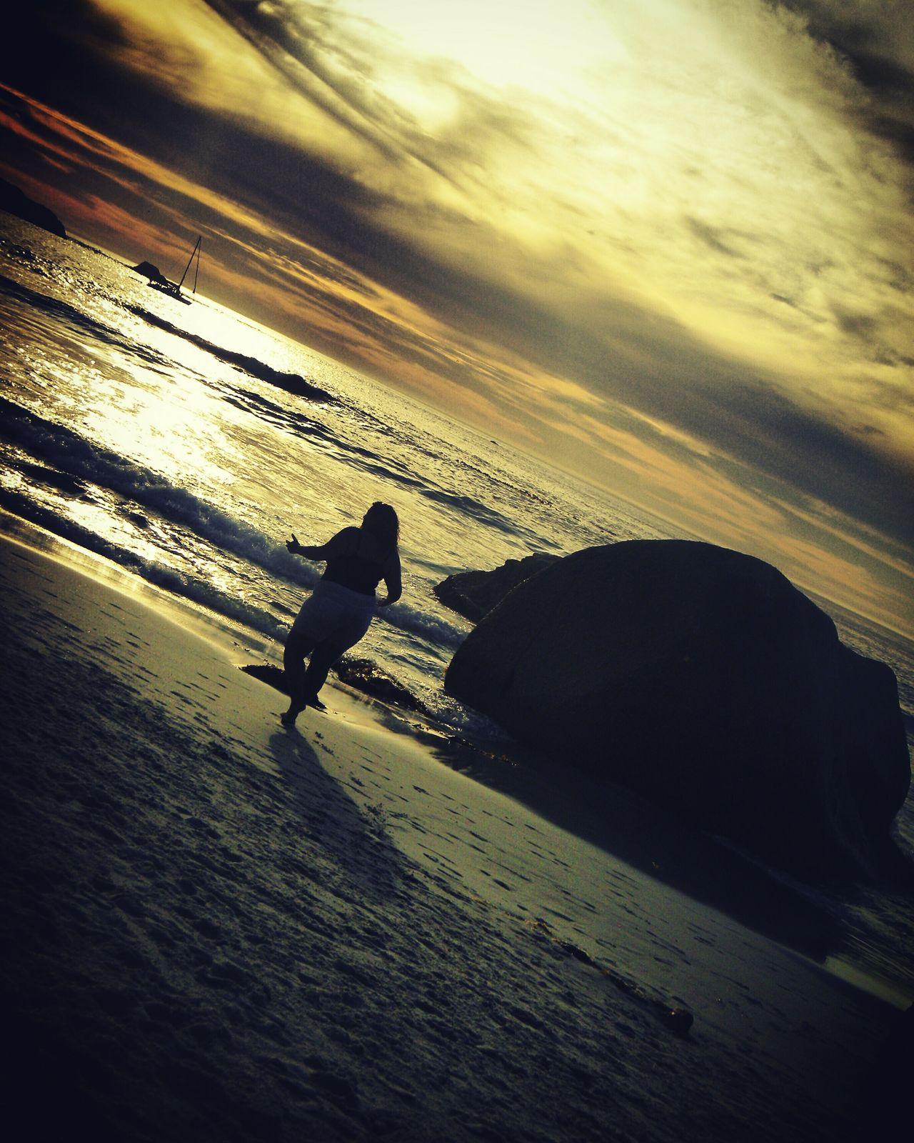 Traveling Home For The Holidays Sunset Sunlight Shadow Sunbeam Silhouette Nature Sky Tranquility Outdoors Cape Town Beach Life South Africa Camps Bay Clifton Beach Travel Destinations Perfect View Sea Summer Beach Beachtime Captured Moment Fun Bestfriends Friendship