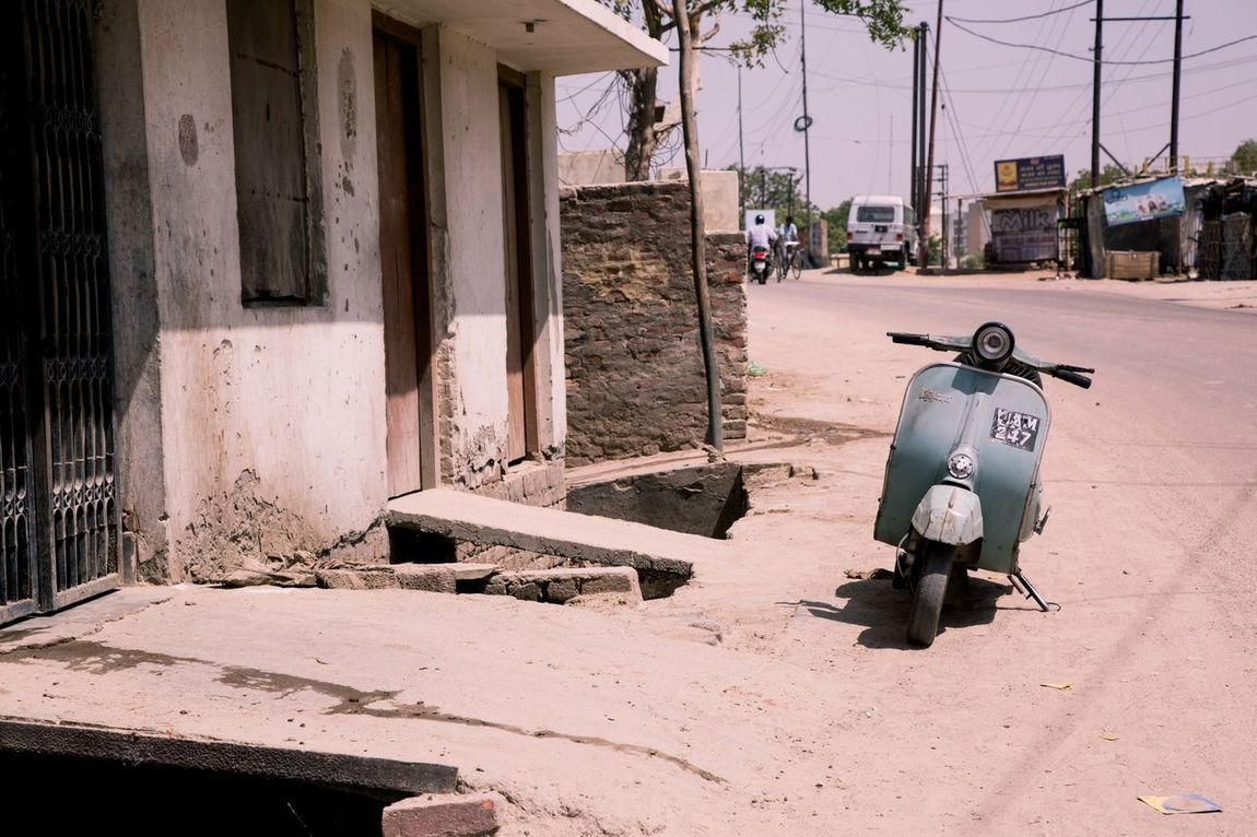 India Lucknow Scooter Showcase April Street Photography Streetphotography Vintage Vintage Scooter My Favorite Photo The Street Photographer - 2016 EyeEm Awards Found On The Roll Feel The Journey TakeoverContrast