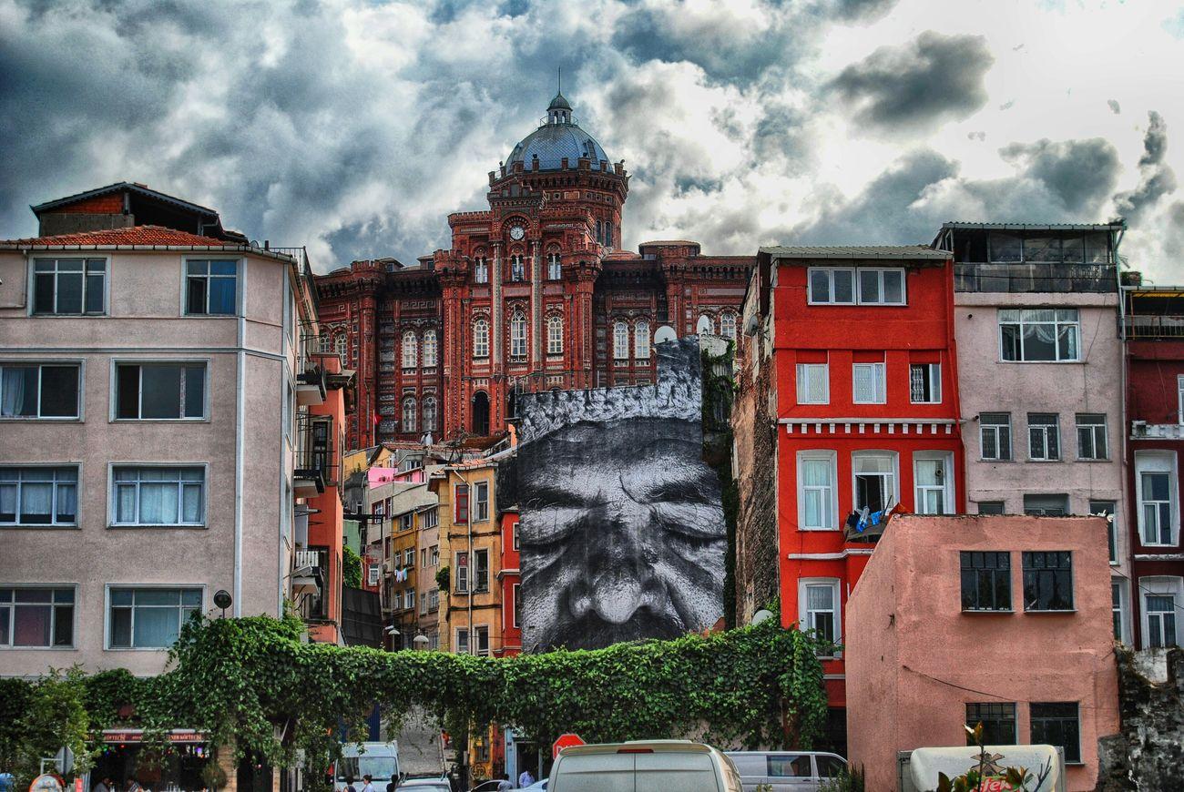 Balat da bir hayat Fotography Istanbul Turkey Sokak Fotografciligi Benimgözümden Tarihiyarimada Coffee Benimkadrajim Balat Sokakları Balatsahil
