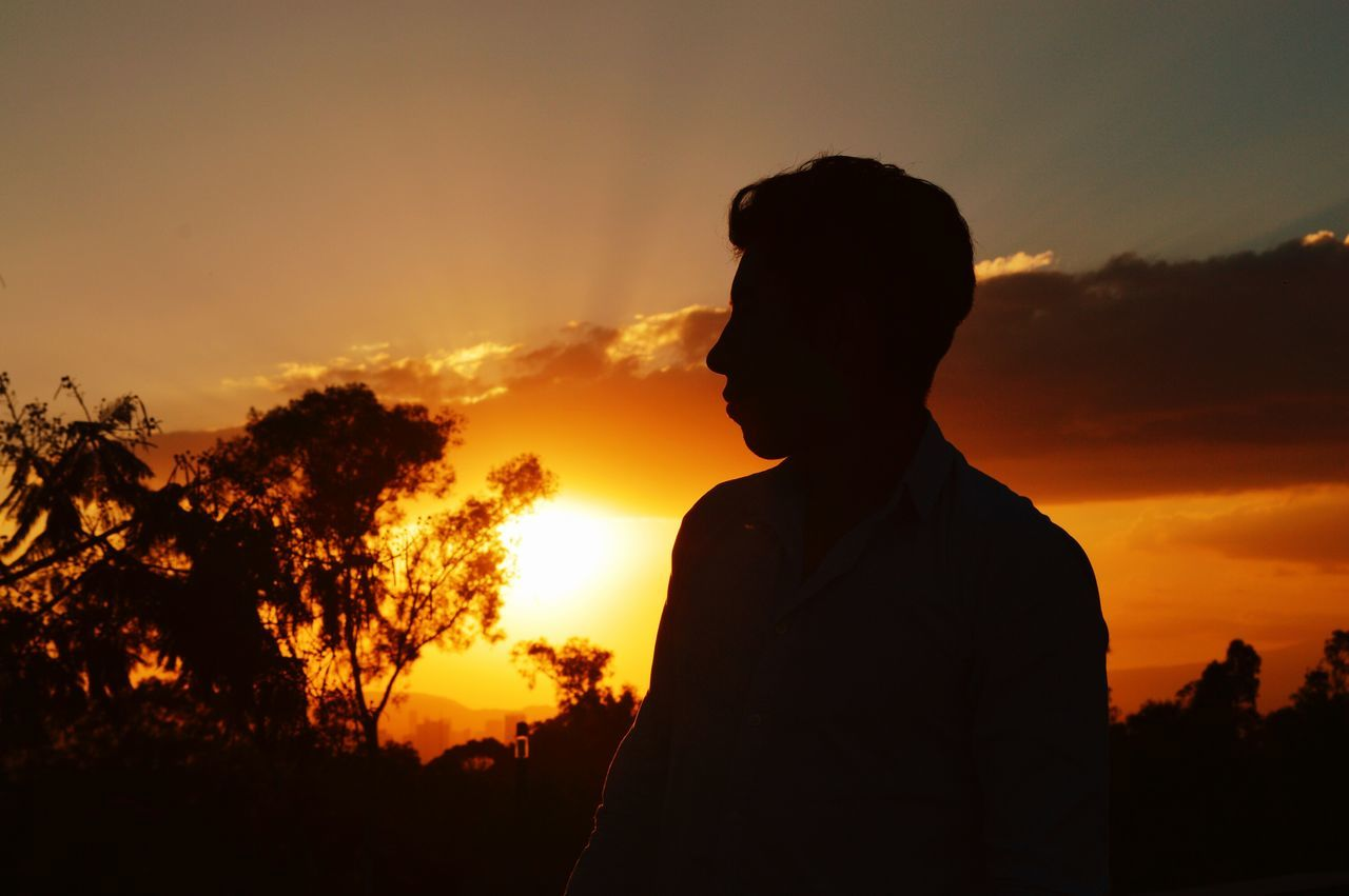 Silhouette Silhouette Adds Mysteries Silhoutte Photography Silhouette Person Silhouette And Sky Silhouettes Of Sunset Sunsets Sunset And Clouds  Sunset_captures Sunset Silhouette One Person Standing Man Profile Nature Textures Naturelover Beuatiful❤ Natural Beauty