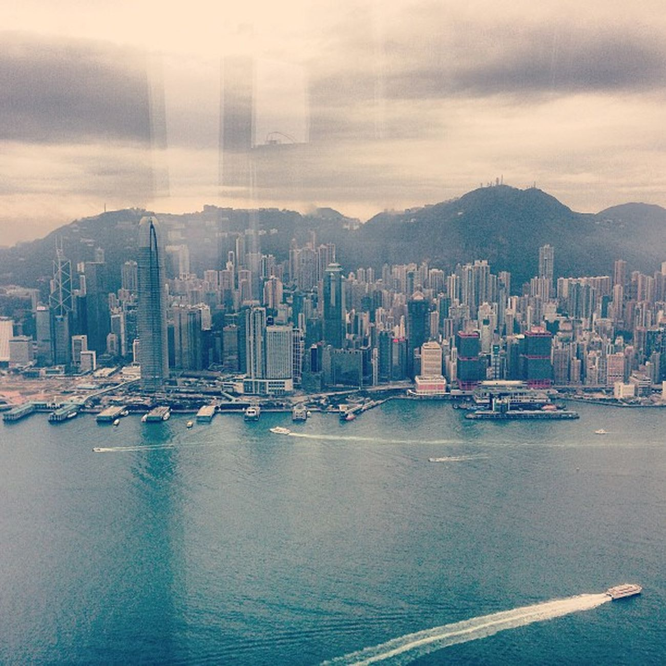 Absolute amazing view from the top of the highest building in town. #Sky100 with its 409m and the 360deg view over hong kong... wow!! #hkg #hongkong #vistoriapeak #skyscraper #sky100 #hongkongbay #asia #central HongKong Skyscraper Central ASIA HKG Vistoriapeak Hongkongbay Sky100