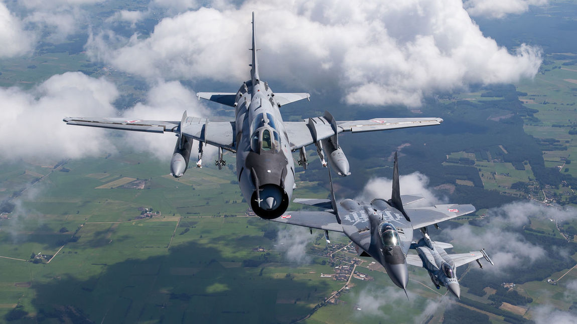 Aircraft Airforce Avgeek Aviation Clouds Ear F-16 Fighter Fitter Fulcurm Lockheed Martin MiG29 Military Photography Photoshoot Poland Sky SU22 Tiger