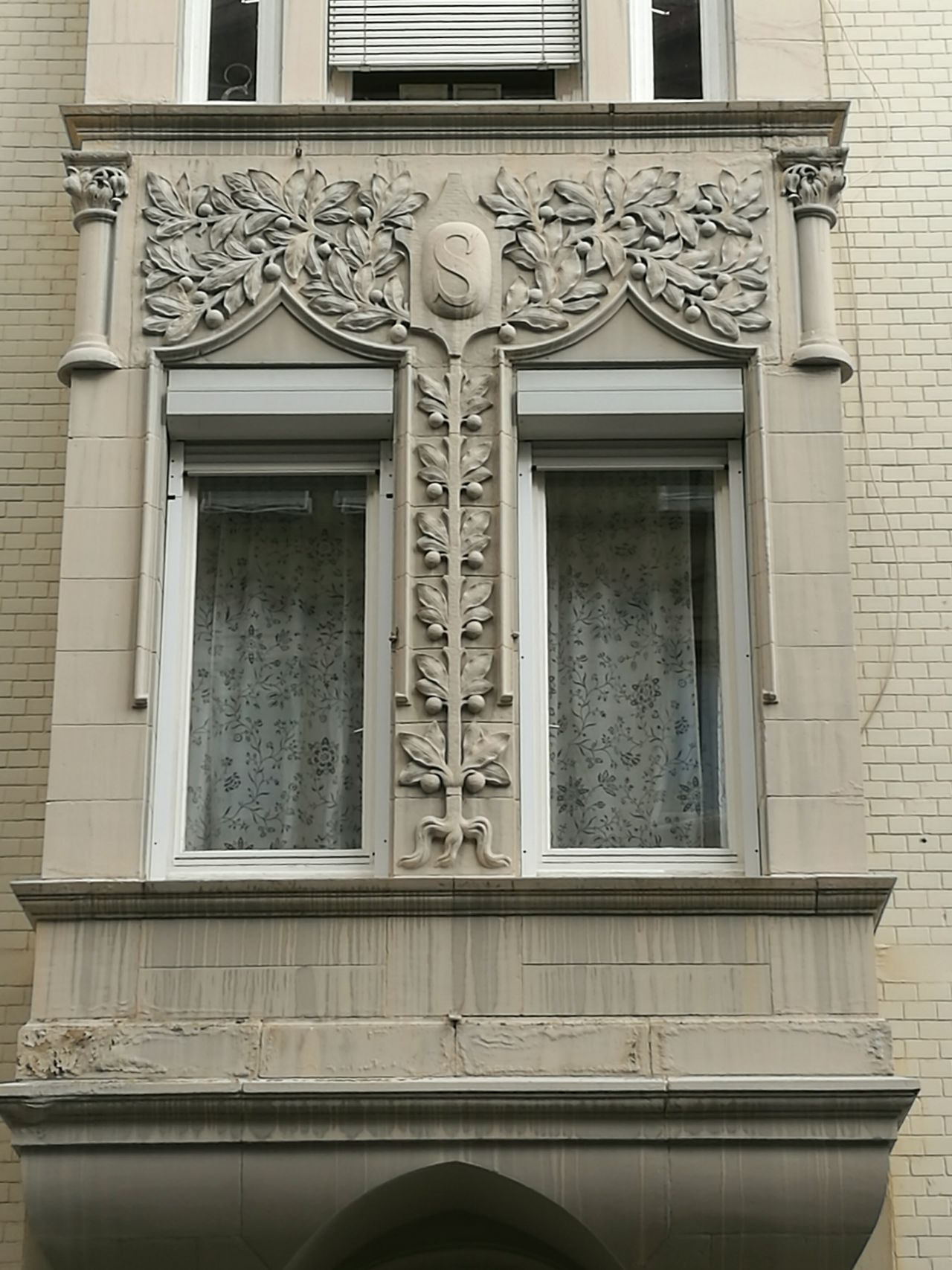 Detail of an Art nouveau house in Stuttgart. Building Exterior Architecture Ornate Balcony Historic Arch Architectural Detail Stuttgart The Past Architecture_collection Art Nouveau Architecture Art Nouveau Buildings Art Nouveau Style