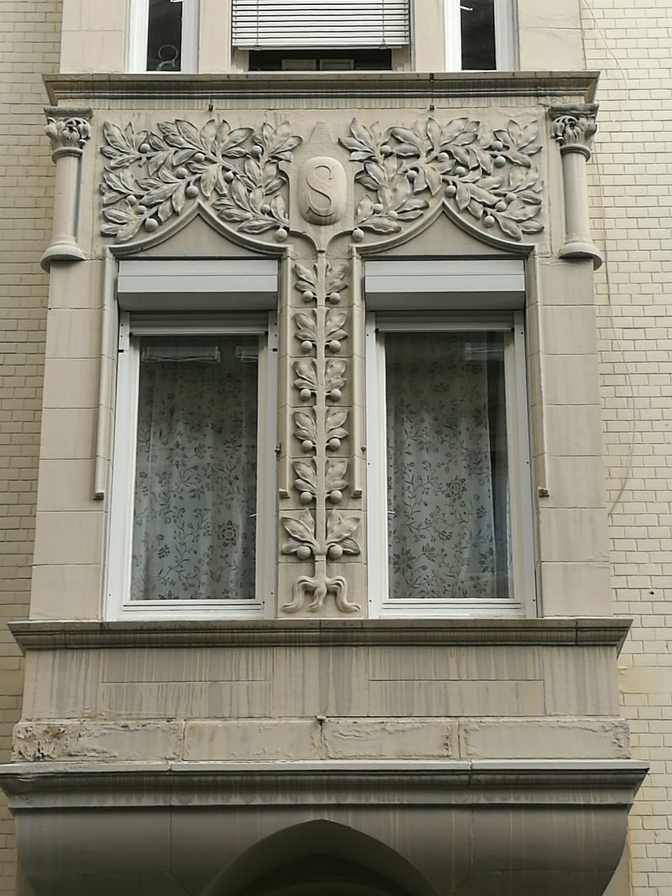 Detail of an Art nouveau house in Stuttgart. Building Exterior Architecture Ornate Balcony Historic Arch Architectural Detail Stuttgart The Past Architecture_collection Art Nouveau Architecture Art Nouveau Buildings Art Nouveau Style