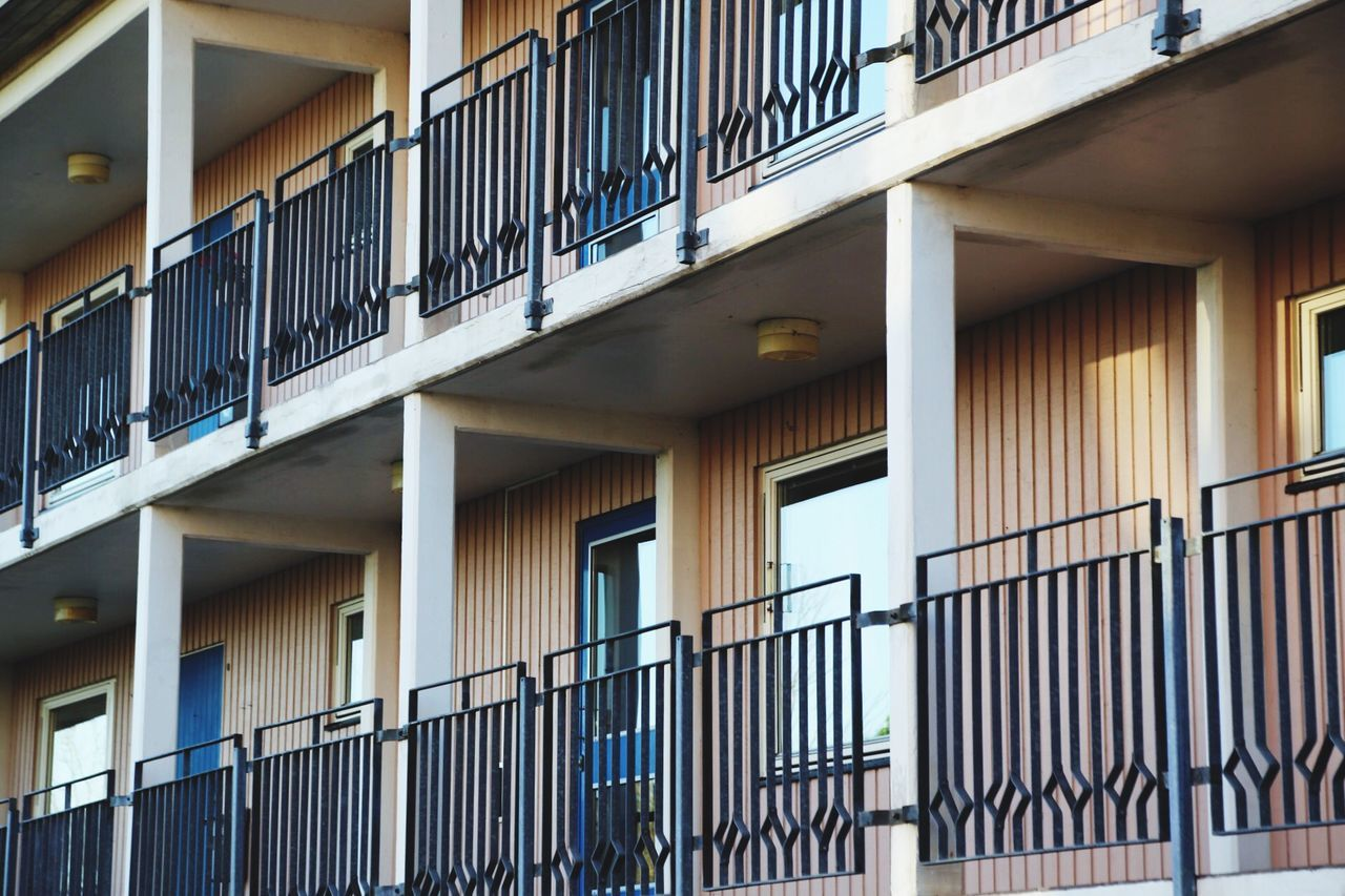 railing, architecture, built structure, building exterior, balcony, no people, day, outdoors