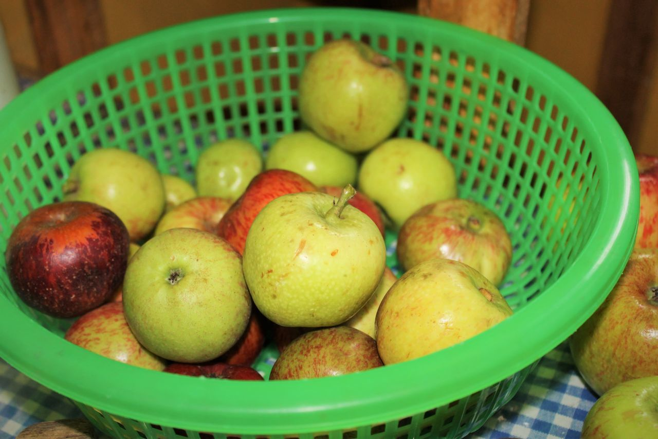 Abundance Apple Apple - Fruit Apples Basket Bowl Close-up Focus On Foreground Food Freshness Large Group Of Objects Manzana Manzanas Multi Colored No People Organic Ripe Selective Focus Still Life