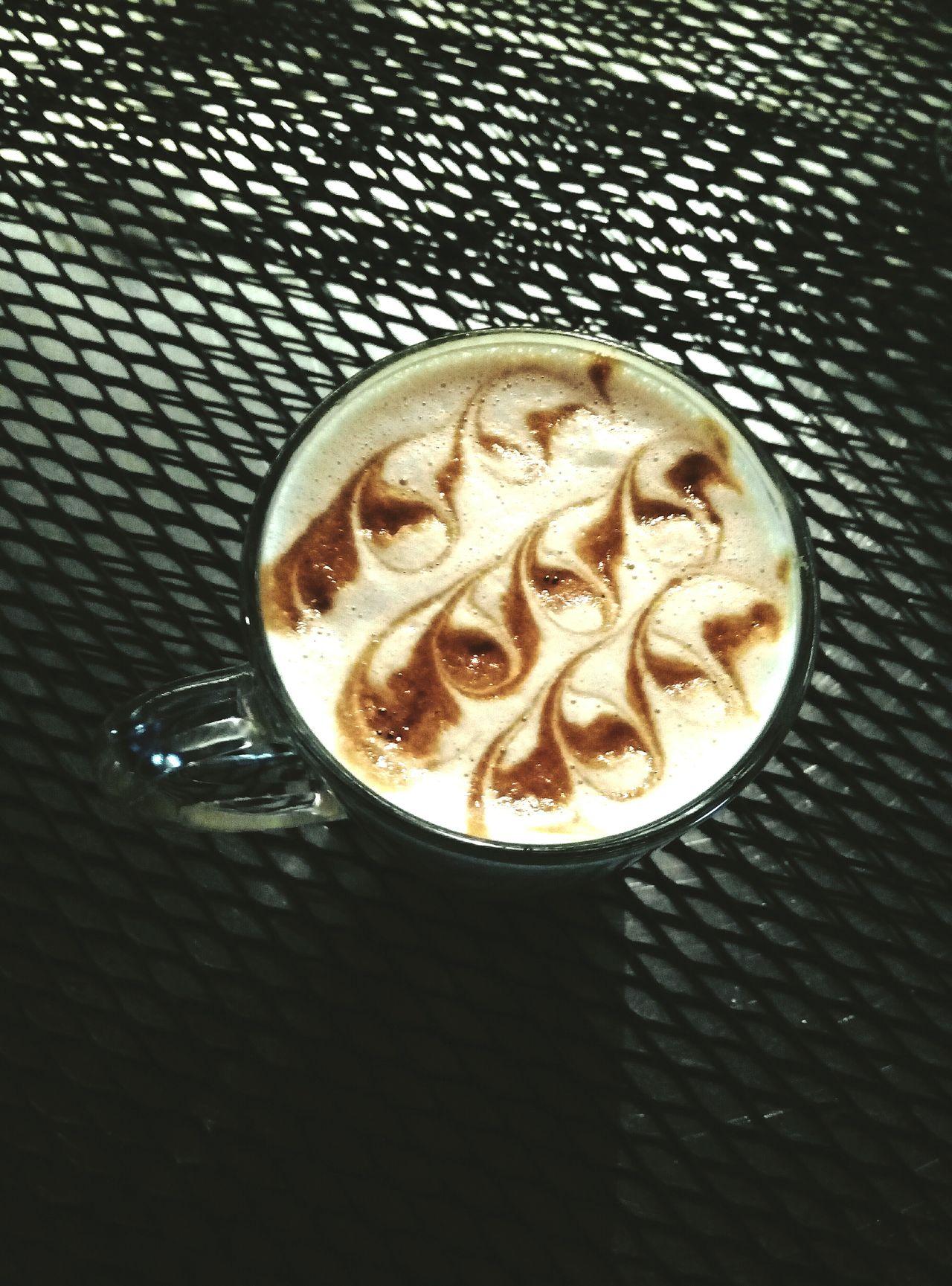 Раф— чисто московское изобретение. Его придумали в1996–1997 годах в Coffee Bean — первой кофейне вМоскве, открытой поамериканскому образцу. Когда один изпостоянных гостей, Рафаэль, попросил для него что-то придумать, трое бариста— Глеб Невейкин, Артём Берестов иГалина Самохина— приготовили кофе сосливками иванильным сахаром. Напиток стали называть «раф». После вМоскве открылась первая «Кофемания», икоманда бариста перешла туда. Раф продолжили готовить инановом месте. Рецептура неизменилась.