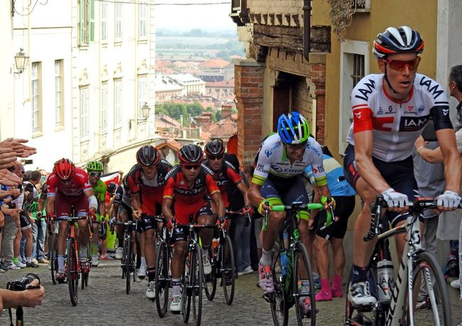 il giro d'Italia Building Built Structure City Cyclingphoto Cyclists Giro D'Italia 2016 Group Outdoors Uphill