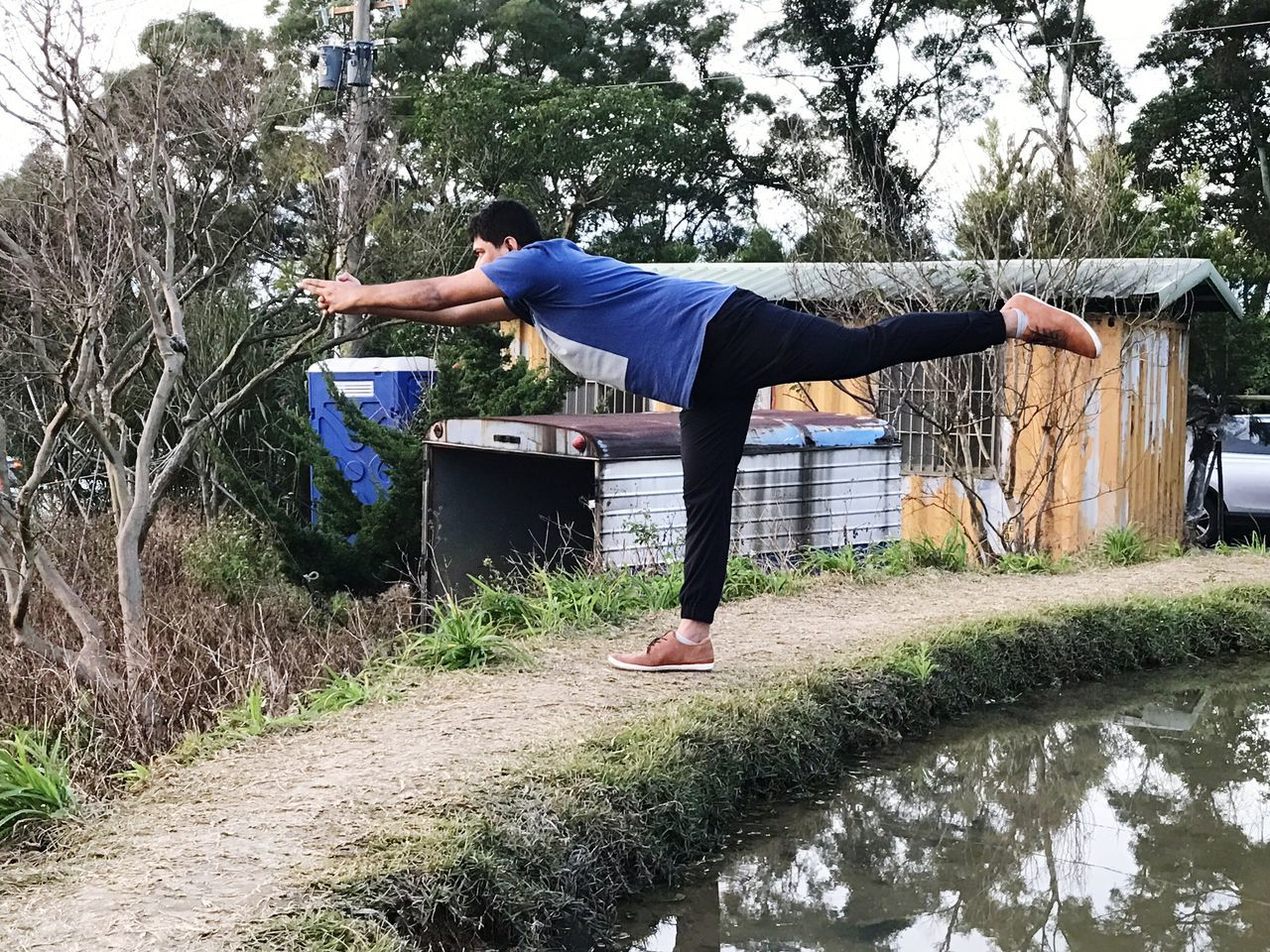 One Person Lifestyles Full Length Only Men Real People One Man Only Adults Only Leisure Activity Men Tree Day Outdoors Adult Sport Sports Training Young Adult People Grass Nature Yogainspiration Yogatime Yoga Practice Yogalove Yogaeverydamnday