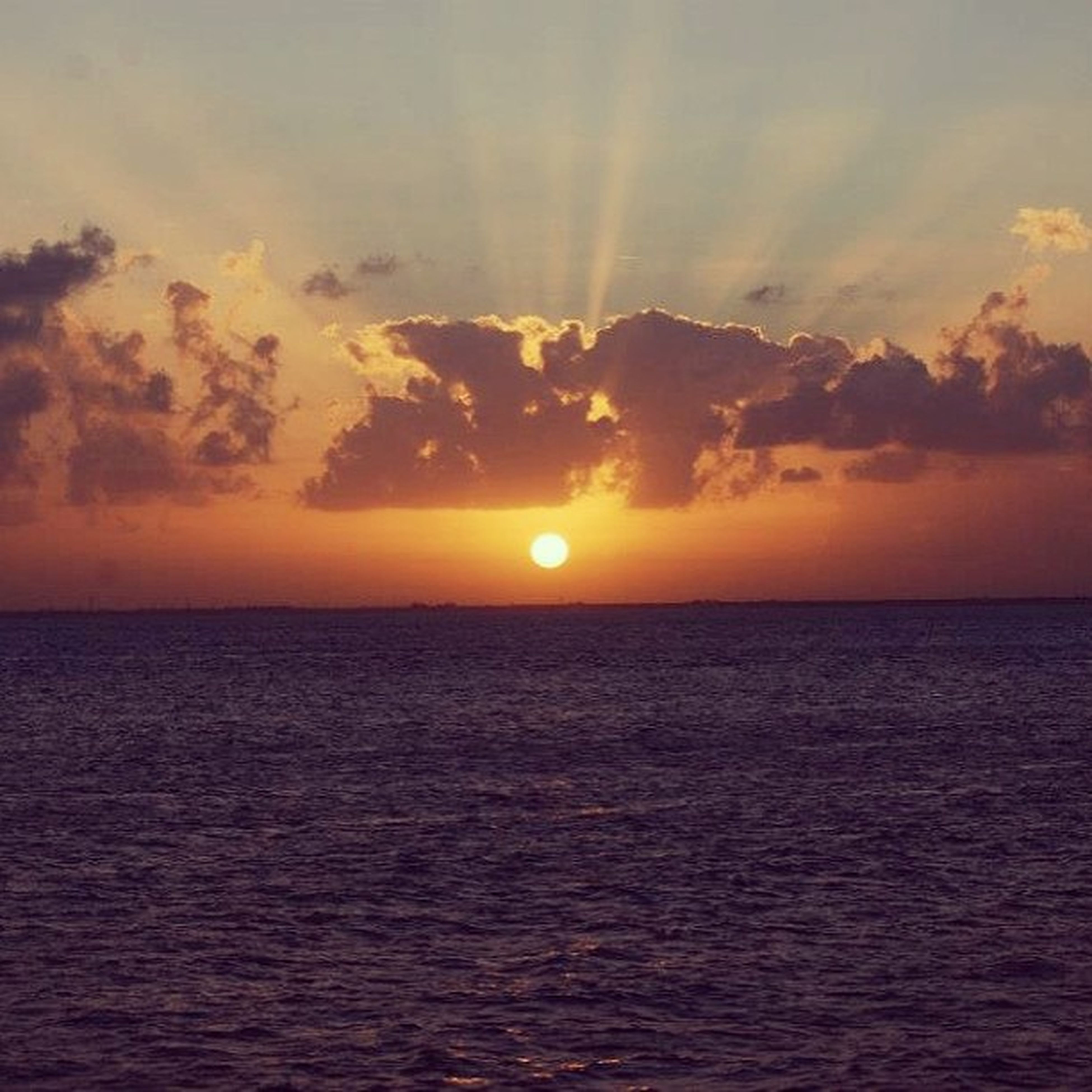 sunset, sea, water, scenics, horizon over water, sun, tranquil scene, beauty in nature, sky, tranquility, orange color, waterfront, idyllic, nature, rippled, cloud - sky, sunlight, seascape, reflection, cloud