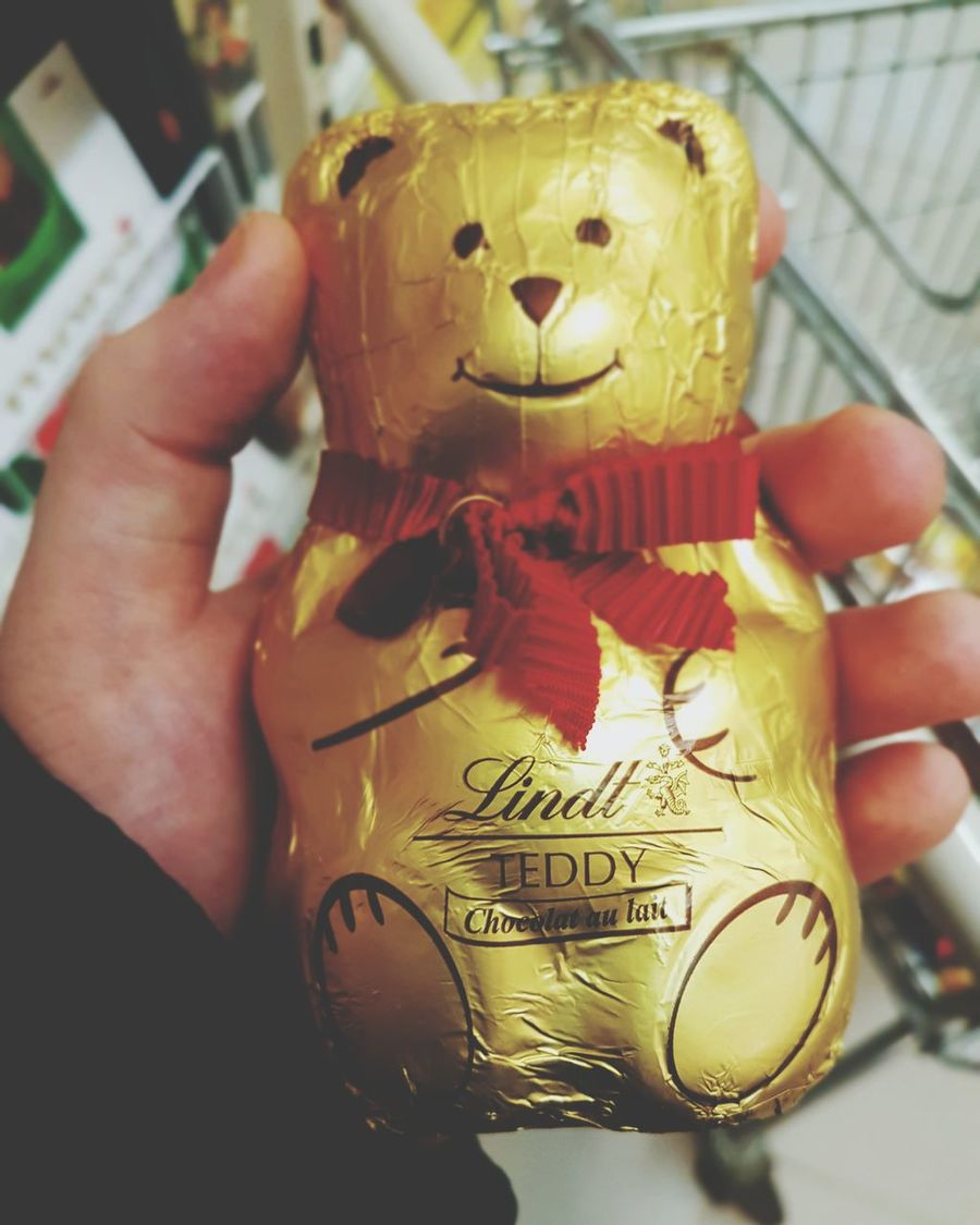 Christmas teddy bear is here yet. Human Hand One Person One Man Only Human Body Part People Day Teddy Bear Lindt Lindtchocolate Lindtswisschocolate Lindth Lindor Chocolate Chocolate Time шоколадка