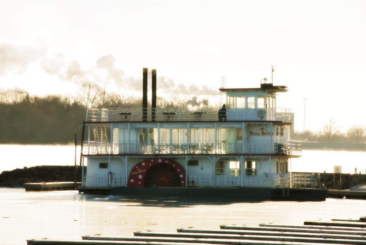 Mississippi  Mississippiriver Paddlewheel Paddlewheel Boat Paddlewheel On The Mississippi Pearl Button Paddlewheel