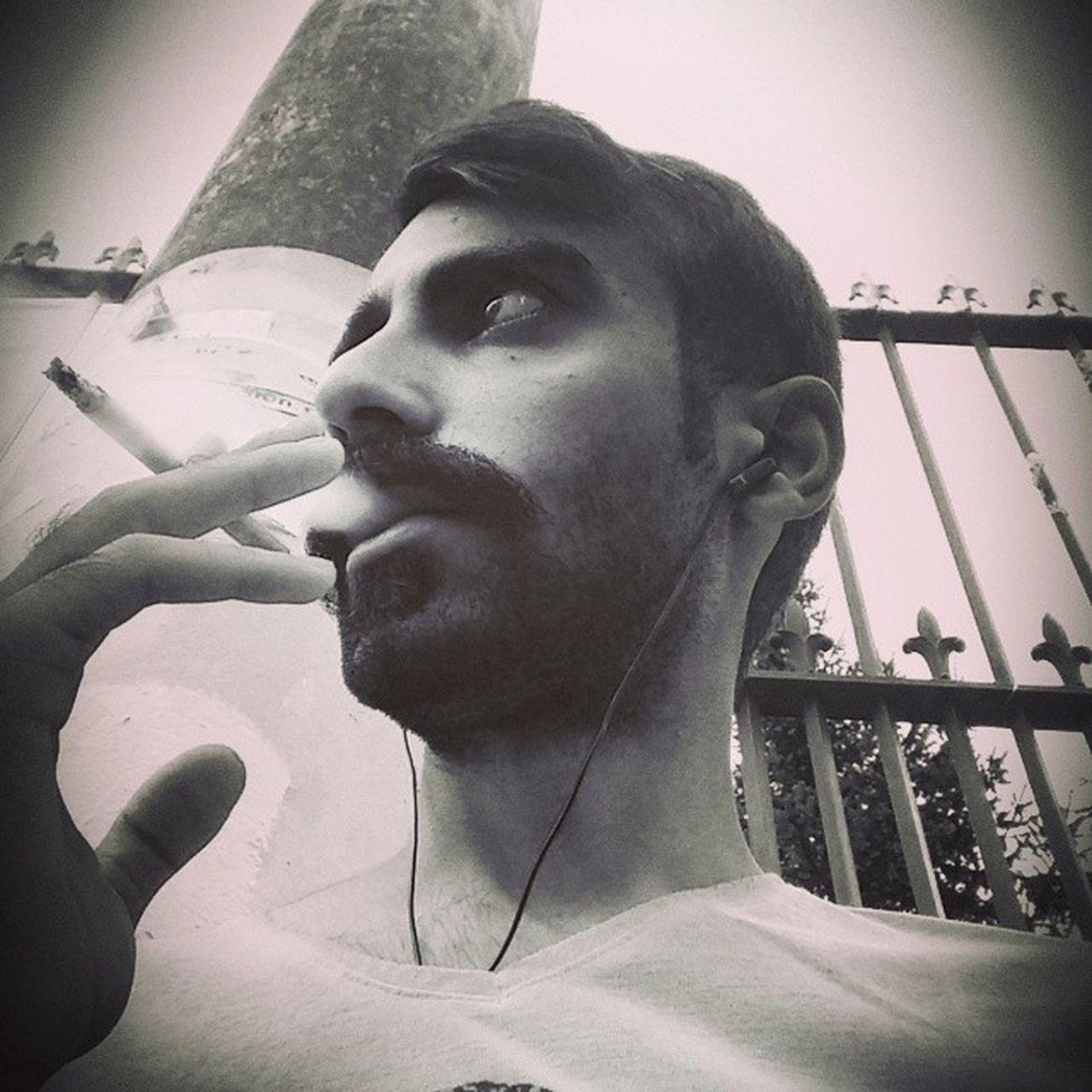 isimleri unut. yüzleri, sesleri, kokuları filan. geçmişine asfalt dök. yürüyebilmek için ihtiyacın olacak. Afilifilinta Beyoğlu Taksim Icmek gitmek gece alkol sigara istiklalcaddesi